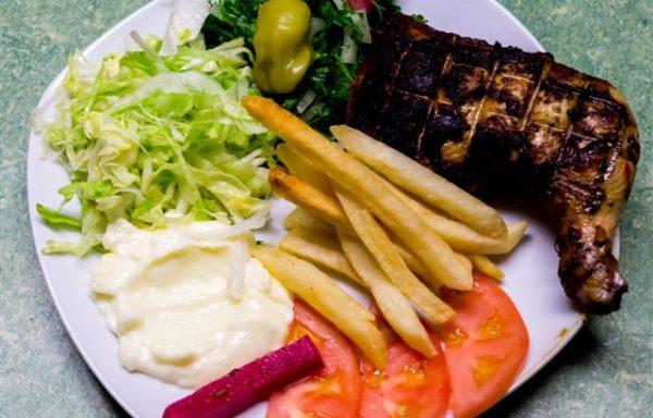 Assiette cuisse de poulet mariné